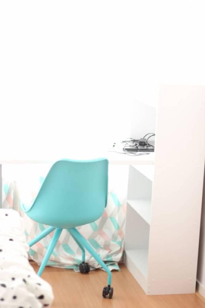 IMG 0409 - Een bureau op de tienerkamer is super handig!