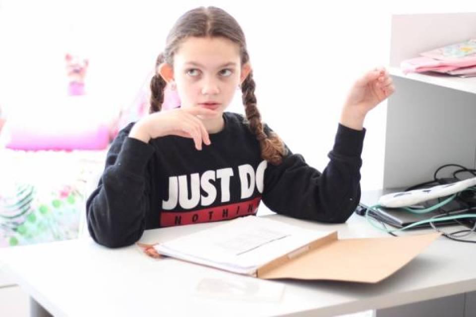 IMG 0415 - Een bureau op de tienerkamer is super handig!