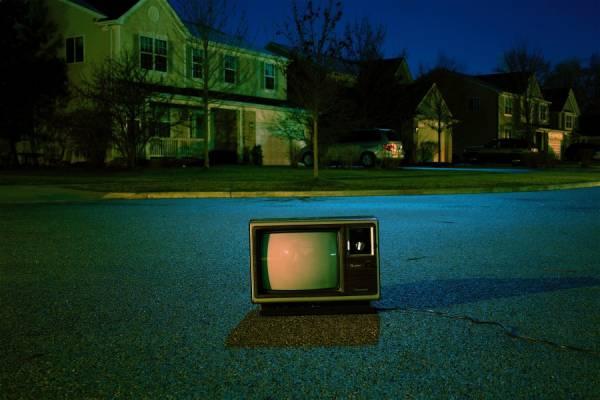 verlaten tv frank okay 109313 unsplash - RTL & Talpa strijden om kijker?