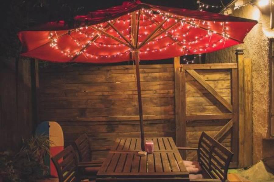 parasol lichtjes - DIY voor de saaie parasol in de tuin