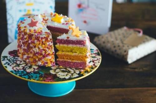 verjaardagtaart Unsplash1464347744102 AnnieSpratt - De jarige job (9) wil uit eten