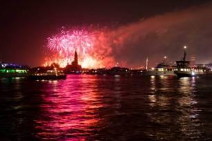 Vuurwerk Venetië Unsplash1563700923306 MarcoChilese - Het eind is in zicht!