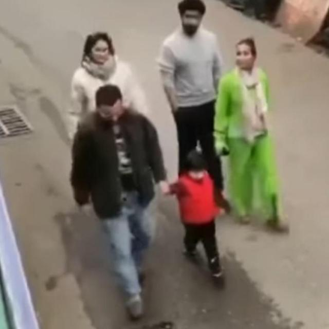 Taimur yells 'No Photo' while strolling in Dharamshala with Saif, Kareena Kapoor, Malaika & Arjun.