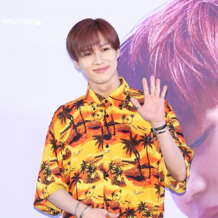 SHINee Taemin is posing at the Psalm Session of the 6th album, The Story of Light' EP.2
