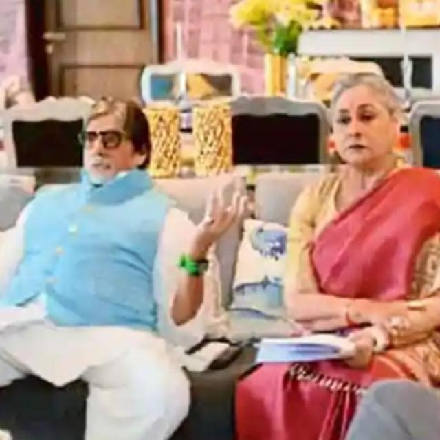 Jaya and Amitabh Bachchan in Ki & Ka (2016)