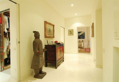 house_112_statue