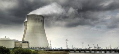La centrale di Doel, che il Belgio vuole mantenere in servizio (foto Kris Taeleman/Flickr)