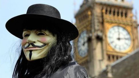 Cyber attivista di Anonymous a Londra (photo AFP)