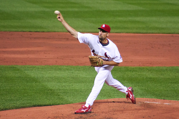 John Smoltz pitches for the St. Louis Cardinals against the Washington Nationals on August 28, 2009 at Busch Stadium