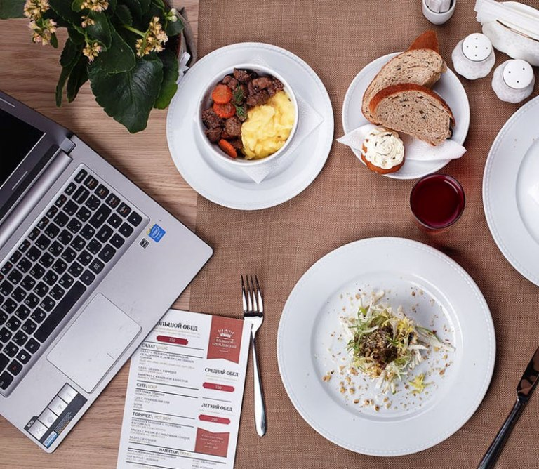 8 Healthy Snacks To Eat At Your Office Desk
