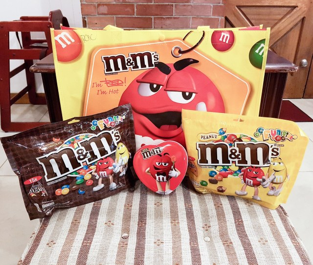 This  Mms Has A Cute Set Of Chocolates For Valentines Day Here Is A Party Pack Of Regular And Peanut Mms Plus A Heart Shaped Can Which You Can