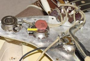 1962 Fender Stratocaster guitar 62 Fender Strat guitar collector info vintage preCBS