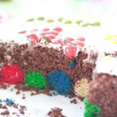 Tarta Rellena de Lunares de Colores con Cake Balls