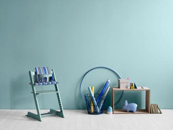silla convertible tripp trapp de stokke pintando una. Black Bedroom Furniture Sets. Home Design Ideas