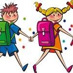 Chłopiec i dziewczynka z plecakami na plecach