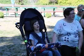 Niepełnosprawne dziecko z opiekunem