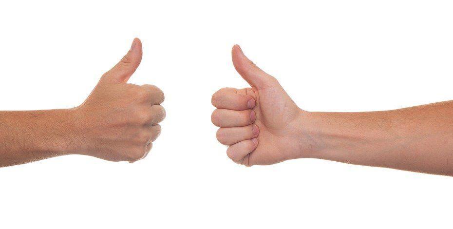 """Zdjęcie, dwa kciuki w geście """"ok"""""""