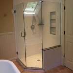Frameless neo-angle shower with a kneewall