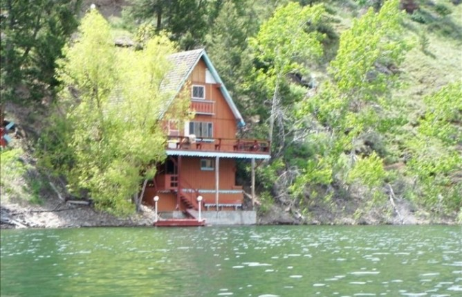 WILLIAMS LAKE COTTAGE