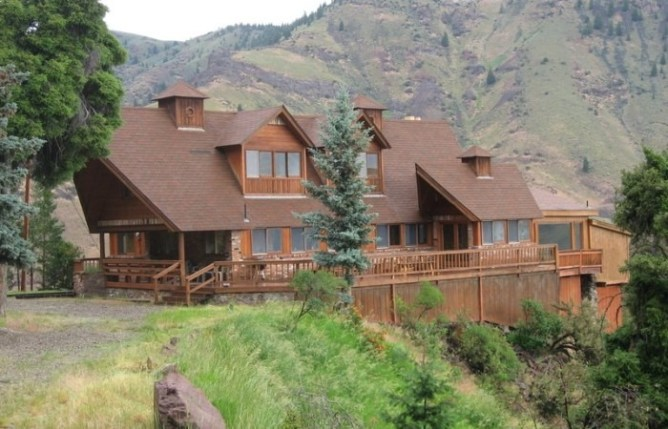 WILLIAMS LAKE LODGE