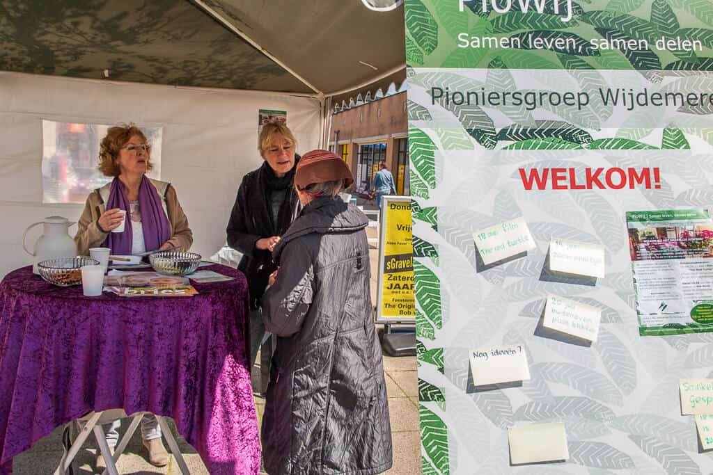 Even overleggen in de Tent