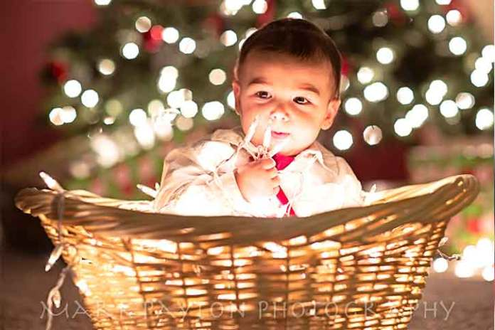 Christmas-kid-in-the-basket-gift