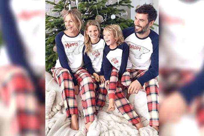 Traditional-christmas-outfits-parents-and-kids