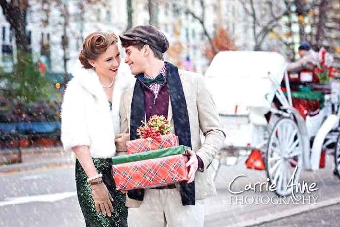 Vintage-love-couple-shoot-christmas-snow-green-Recreating the retro atmosphere