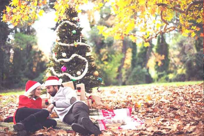 couple-in-nature-on-christmas