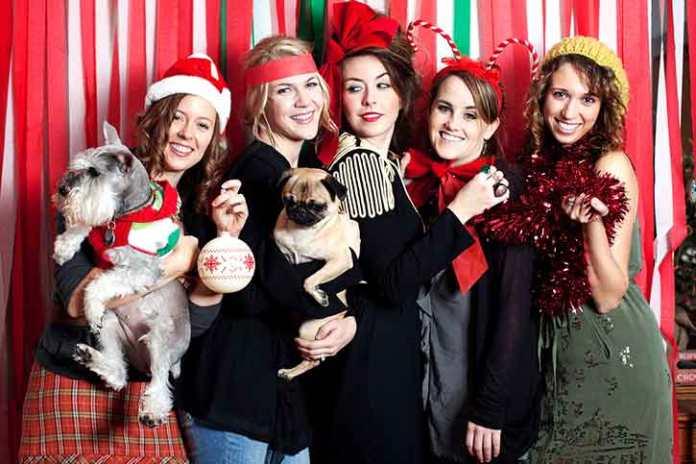 friends-celebrating-christmas