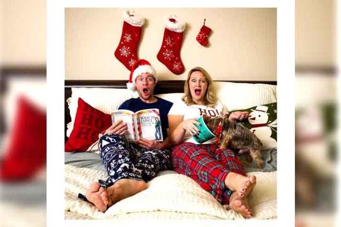 funny-couples-photography-christmas-Awkward-situation-bed