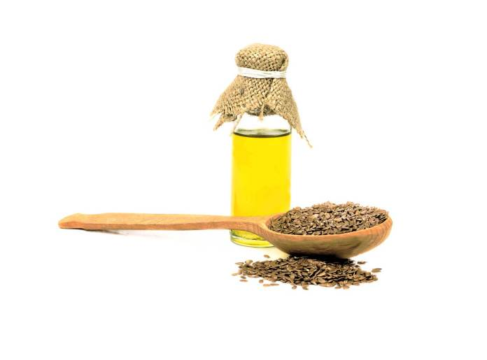 flaxseed-oil-small-bottle-spoon-best-oils-cancer-prevention