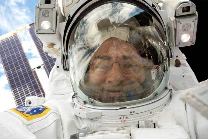 Selfie-in-Space-NASA-astronaut-Mark-Vande-Hei