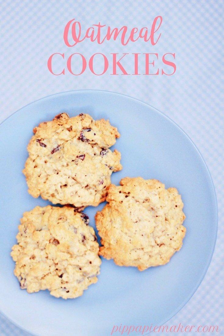 Ein klassisches amerikanisches Oatmeal Cookie Rezept. Die Haferflockenkekse sind schön weich, sehr lecker und mit wenig Zucker. Gut als kleiner Snack oder Zwischenmahlzeit für Kinder.
