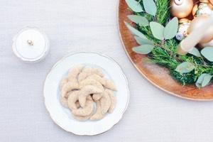 Achtung Suchtfaktor! Dieses Rezept für klassische Vanille Kipferl einfach unglaublich lecker. Außerdem gelingt es immer und eignet sich prima zum Backen mit Kindern. Diese Plätzchen dürfen bei uns zur Weihnachtszeit nie fehlen!
