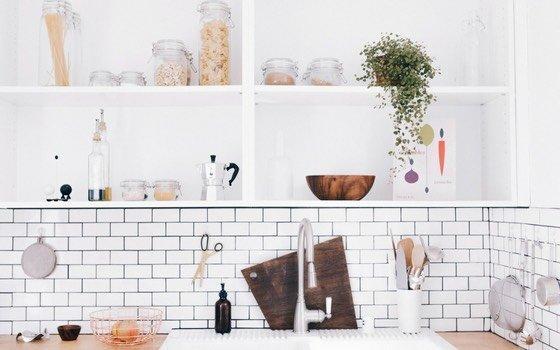 """Kennst du ihn auch, den """"Was soll ich bloß wieder kochen-Burnout?"""" Kochen für Kinder kann einen wirklich ganz schön herausfordern. Hier findest du unsere Top 20 einfache und schnelle Ideen fürs Mittagessen mit Kindern. Vielleicht können sie dich inspirieren!"""