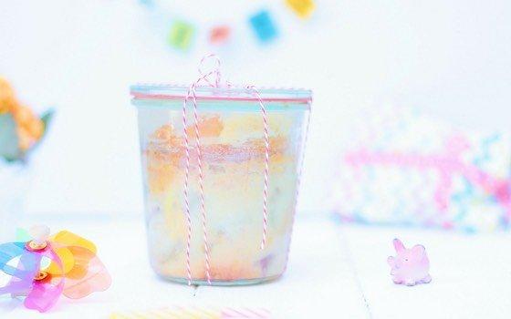 Rhabarberkuchen im Glas