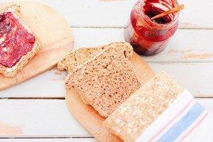 Ich bin echt begeistert wie einfach dieses Vollkornbrot mit Chia, Kürbiskernen und Amaranth zu machen ist! Brot backen ist total easy und lecker und das gesunde Frühstück ist gesichert!
