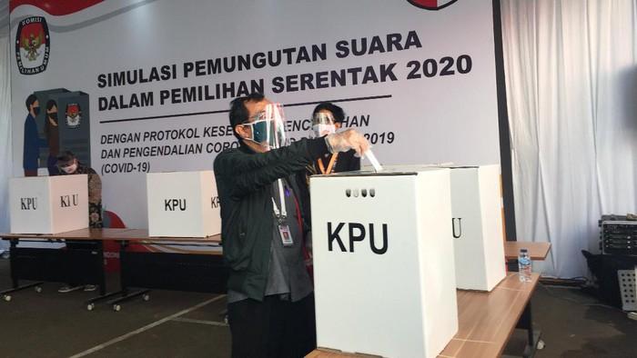 foto/KPU gelar simulasi Pilkada saat pandemi (detik.com)
