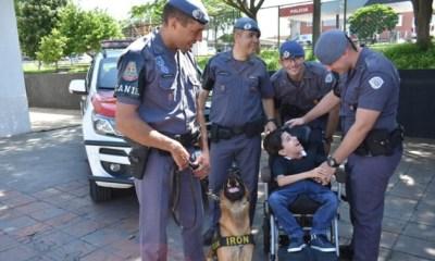 Garoto de 10 anos é homenageado por policiais militares de Piracicaba