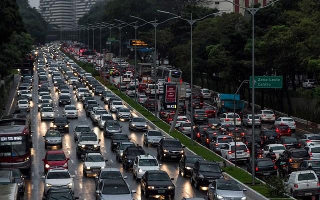 Rodízio de carros para combater coronavírus tirará das ruas metade da frota de SP