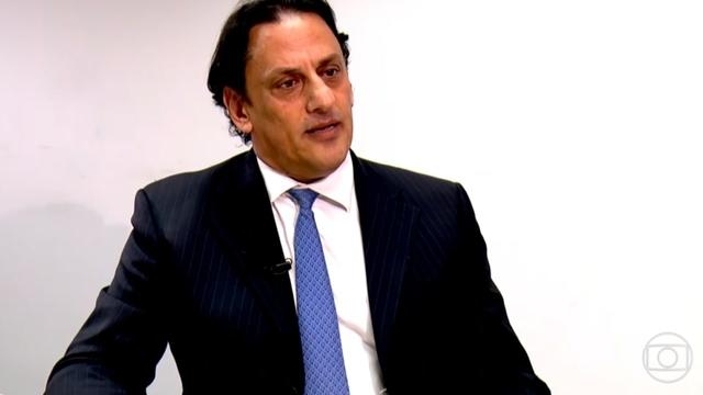 Advogado que abrigou Queiroz diz que deixará defesa de Flávio Bolsonaro