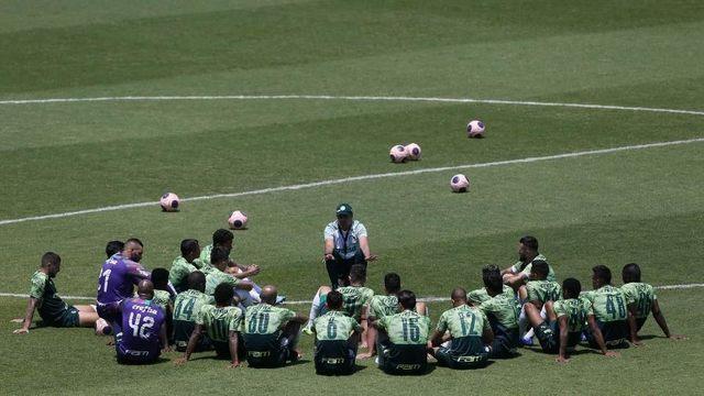 Palmeiras negocia novo corte salarial com líderes do grupo