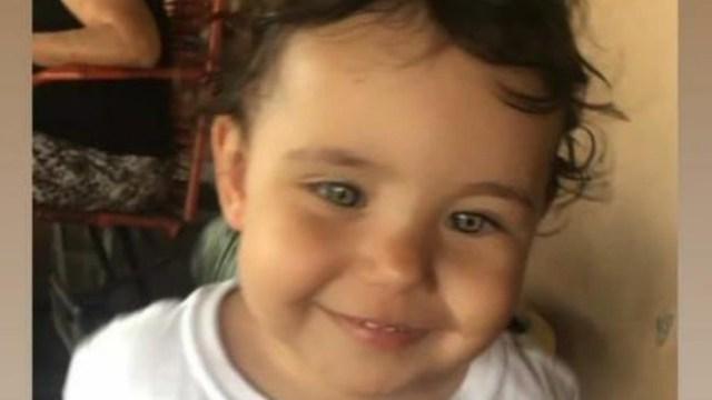 Criança de dois anos morre afogada em piscina