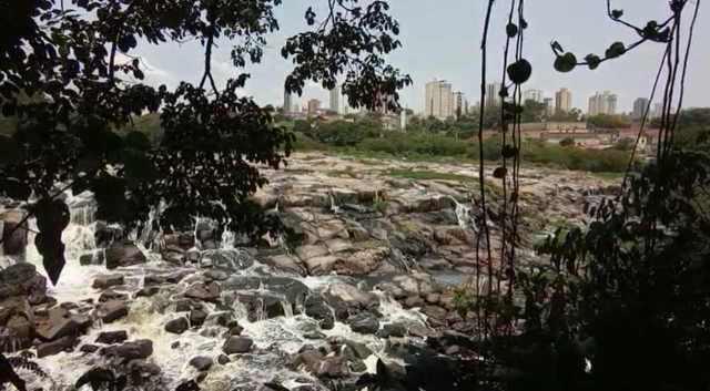 Rio Piracicaba agoniza em menos de um metro de profundidade