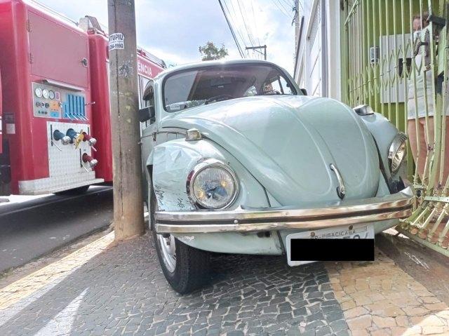 Piracicaba (SP): Idoso passa mal, colide com mais dois veículos e bate em portão de casa