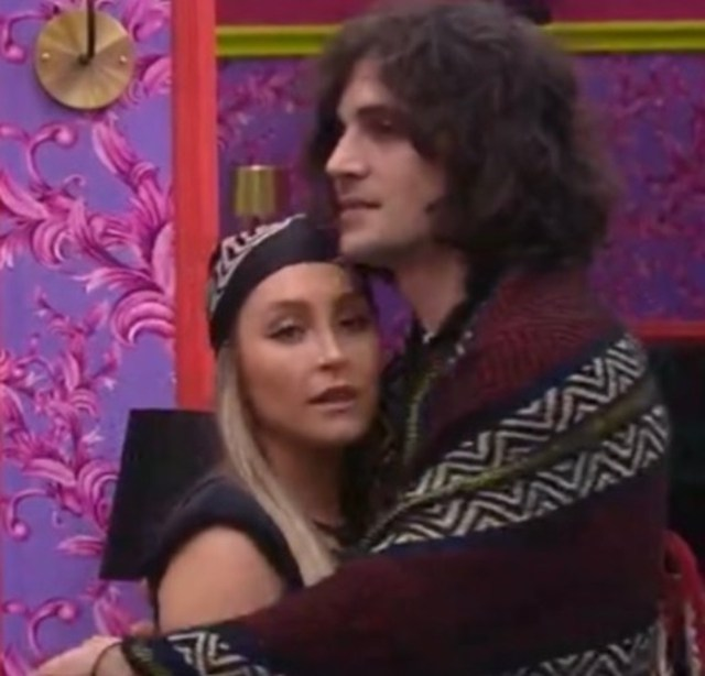 Fiuk abraça Carla Diaz após ter votado nela na formação do 1º Paredão do BBB21