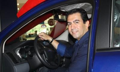 Médico pousa para foto já dentro da sua Ford Ranger - Foto: Divulgação