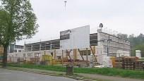 Am Neubau der Turnhalle für das Pirnaer Friedrich-Schiller-Gymnasium setzten Bürgermeister Christian Flörke und die Handwerker […]