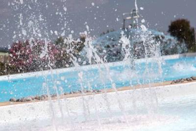 piscine-laperledeau-jets-d-eau